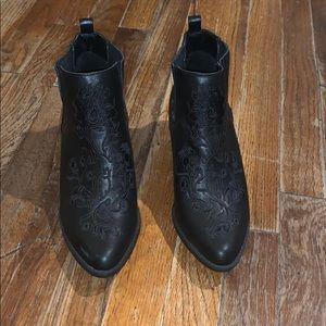 Cloudwalker by Avenue Thayer boot